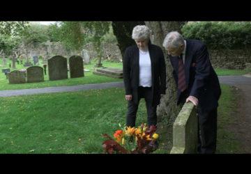 Quién era el extraño que visitaba la tumba de su hermano.1920