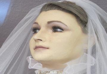 Pascualita, siempre en un escaparate vestida de novia.1920