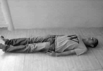 Historia de una chapuza El hombre que fingio su propia muerte y contesta una llamada de movil1920