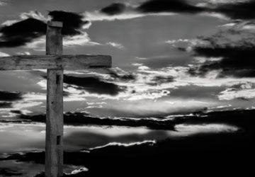 En el interior de un relicario medieval encuentran un supuesto fragmento de la Cruz de Cristo1920